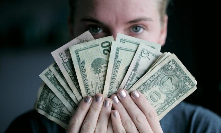 収入は重要?恋愛や結婚に必要な4つのモノ