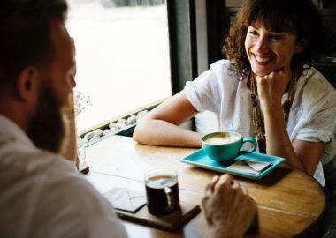 恋愛で楽しい会話をする4つの方法!女性と話す時のコツ
