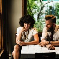 会話で緊張?女性と気軽に話せる3つの秘訣