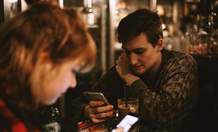 初対面での会話の内容!恋愛で話してはイケナイ4つのコト