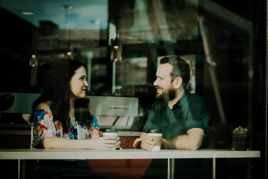 恋愛話が苦手な男性が女性と会話する2つの方法